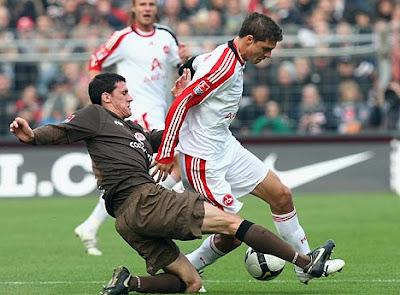 Zagueiro Ralph Gunesh renova o contrato com St.Pauli.