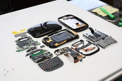 Palm Pre and Touchstone disassembled –shows $170 and $5 hardware estimates