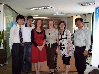 Posing for a group photo at the Social Workers building of the Seoul Association of the Deaf
