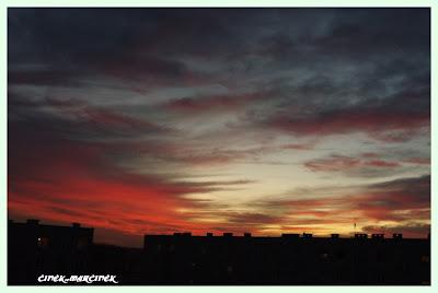 zachód słońca na ulicy Garbarskiej