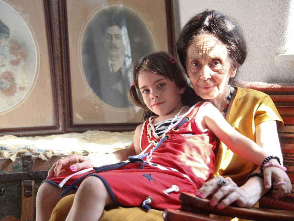http://2.bp.blogspot.com/_f98opUNuVXc/TN63vMxh9wI/AAAAAAAATzA/XDufDcH_HrI/s1600/Adriana-Iliescu-and-her-daughter.jpg