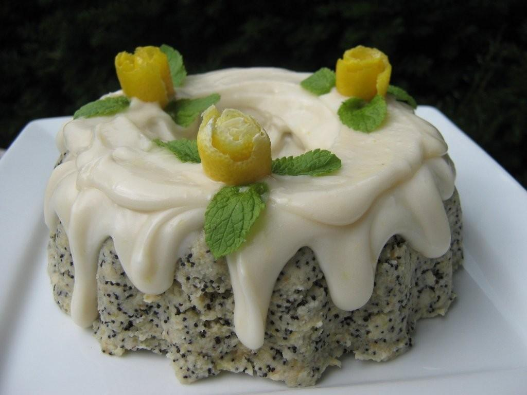 the happy raw kitchen: Raw Lemon Poppy Seed Cupcakes