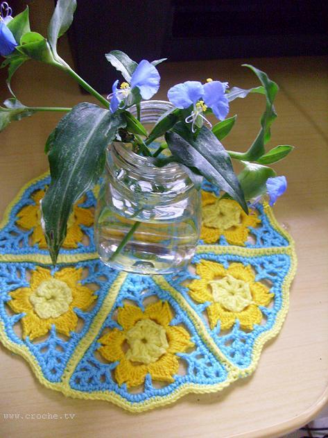 http://2.bp.blogspot.com/_fBY07WDMmrE/S-hSEycAWCI/AAAAAAAAlD8/Ct0clrHszOg/s1600/triangulo+de+crochet+foto+2.JPG