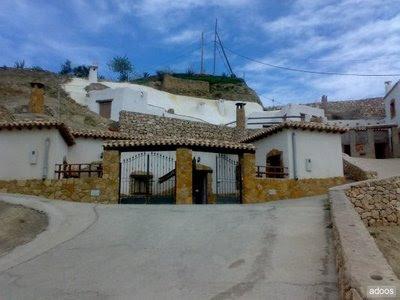 Vivir bajo tierra alquiler de casa cueva para turismo for Inmobiliarias de almeria