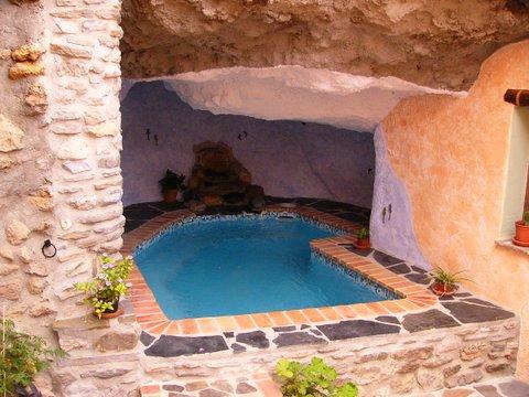 Vivir bajo tierra casa cueva la estrella guajar farag it granada - Casas cueva granada jacuzzi ...