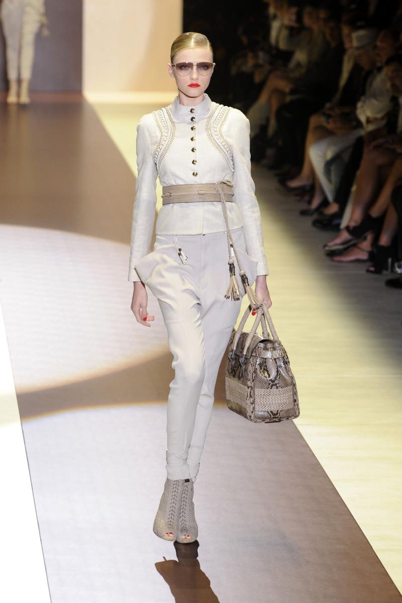 VOGUE: Milan, mode, Prêt à porter, gucci, haute-couture Giorgio Armani