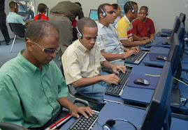 Personas Ciegas Utilizando Tecnologia