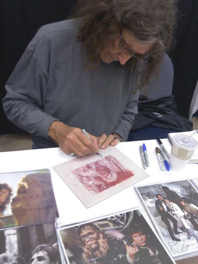 Peter Mayhew signs original art by Jeff Lafferty