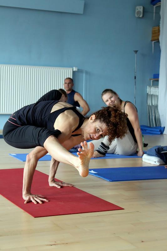 Tittibhasana Asana beim Yogaworkshop mit Desiree Rumbaugh Eye of the tiger in Berlin