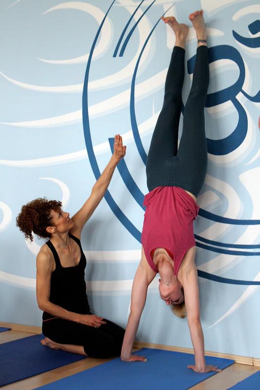 Handstand beim Yogaworkshop mit Desiree Rumbaugh