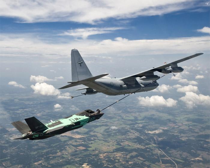 看看F-35B空中加油探头