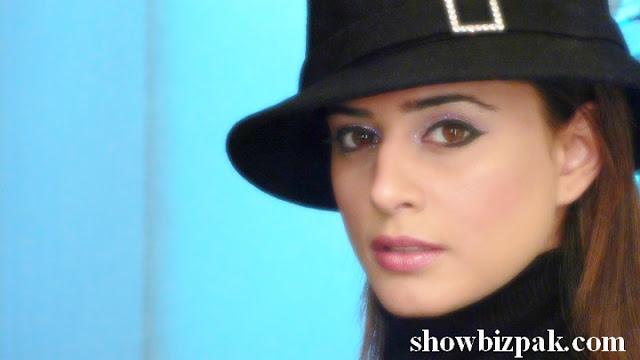 http://2.bp.blogspot.com/_fKO2L8Xl6TE/S_7_wlN32TI/AAAAAAAABds/ejNqn-CClaU/s1600/mehreen6.jpg