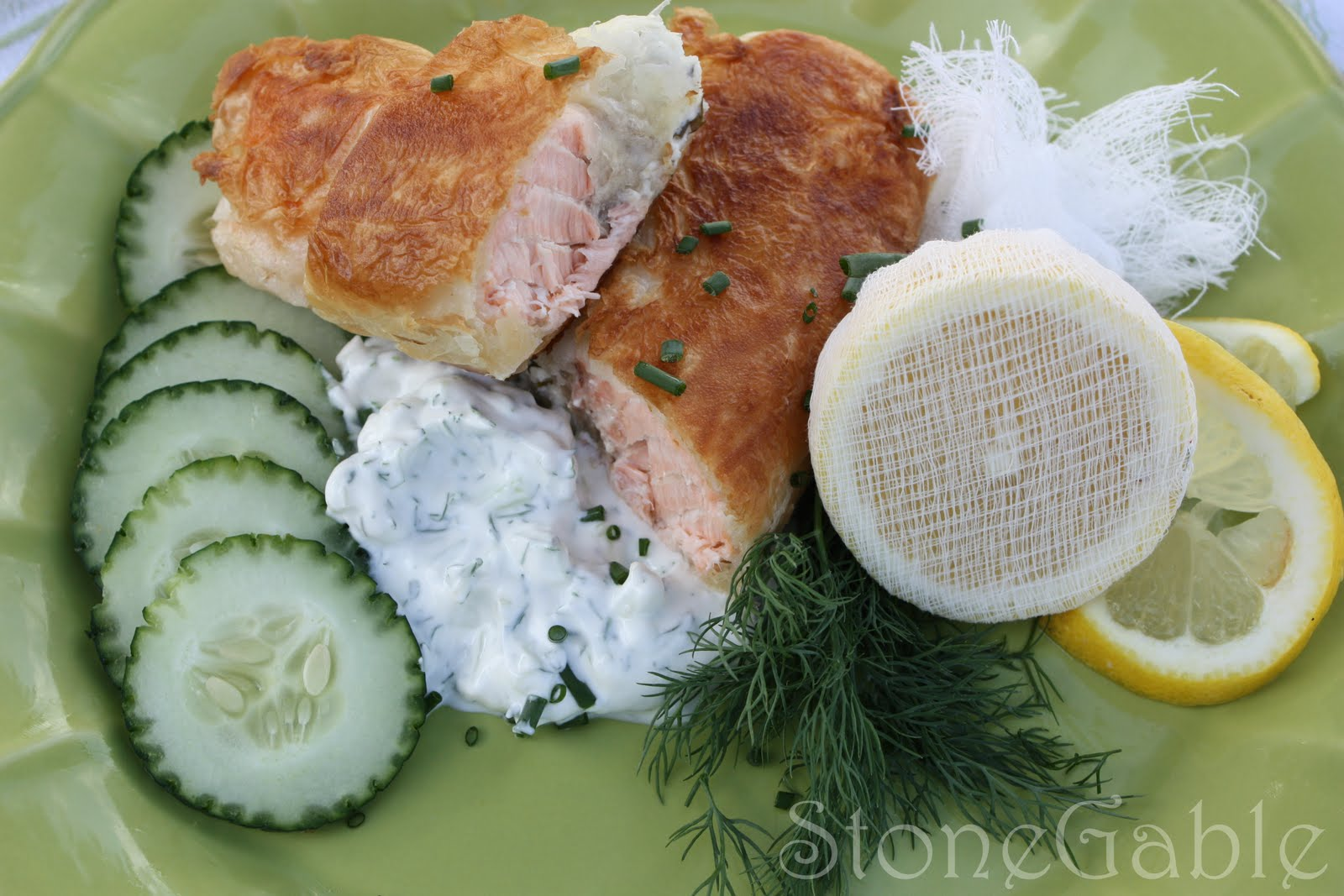 Salmon En Croute With Cucumber Dill Sauce