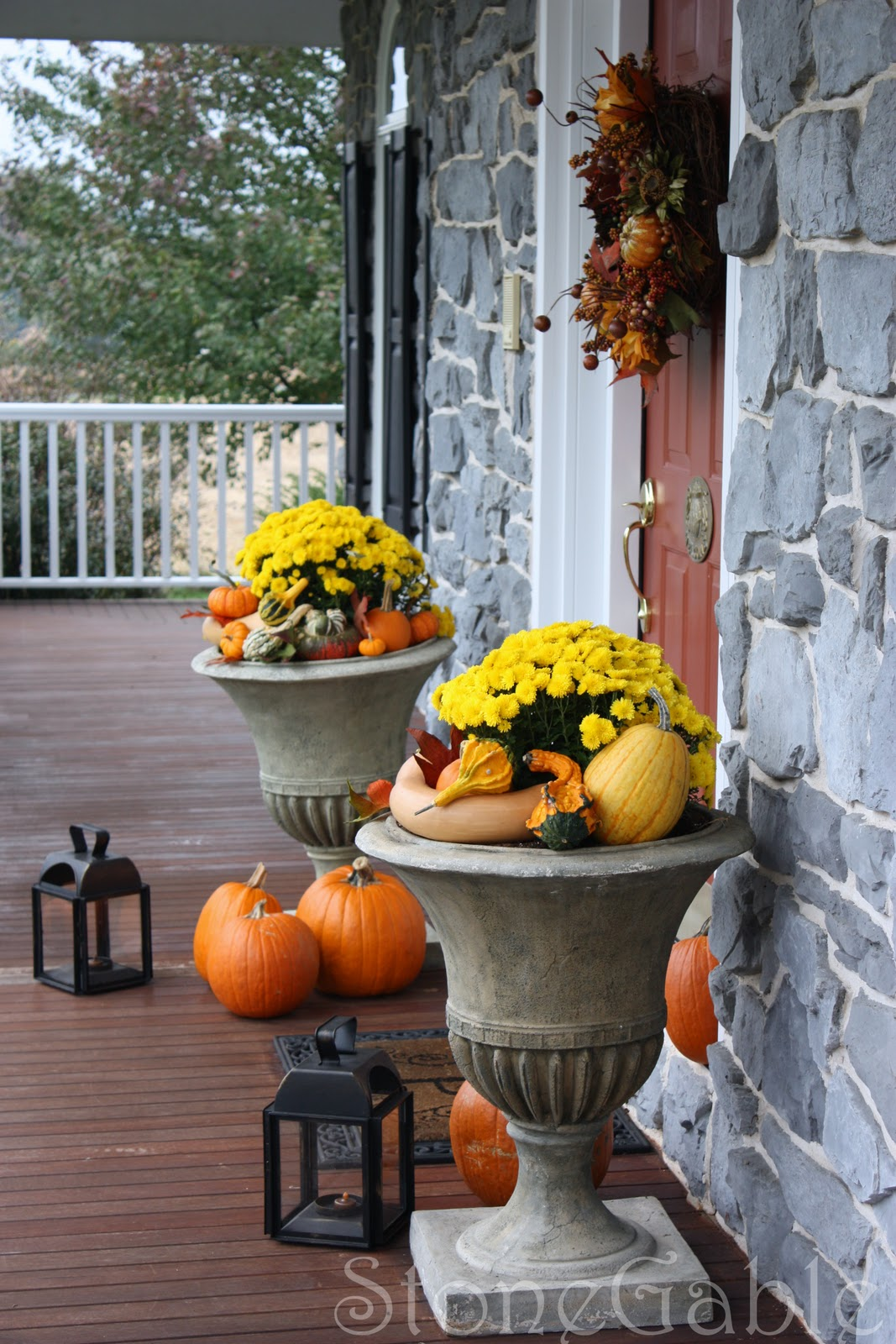 Outdoor fall decor stonegable - Pumpkin decorating ideas autumnal decor ...
