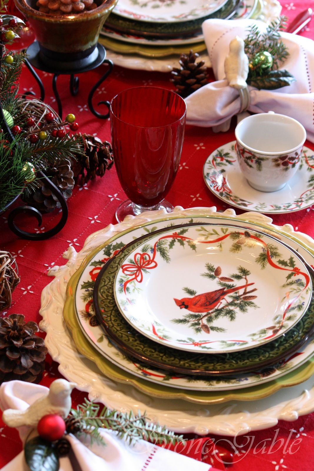 : red christmas dinnerware - pezcame.com