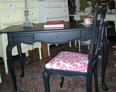 French Country Antiques on This Is A French Style Desk I Put In My Booth  I Like The Curved Legs