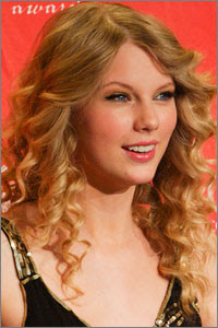 Taylor Swift Natural Hair, Long Hairstyle 2011, Hairstyle 2011, New Long Hairstyle 2011, Celebrity Long Hairstyles 2040