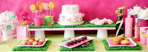 Table à desserts : du rose et des fleurs 2