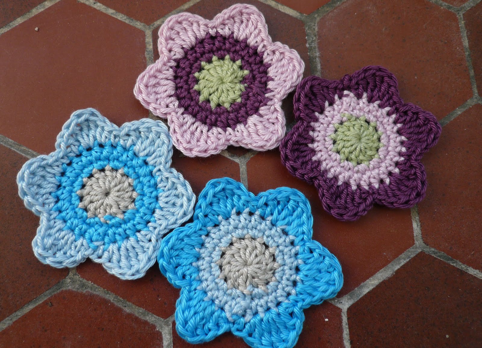 FREE CROCHET PATTERN FOR FLOWERS AND DRAGON FLIES