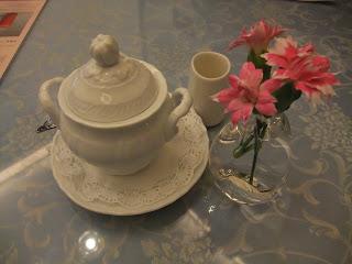 五感北浜本館のテーブルの花飾り