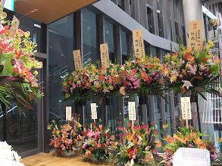 MARUZEN & ジュンク堂書店の開店記念の花々