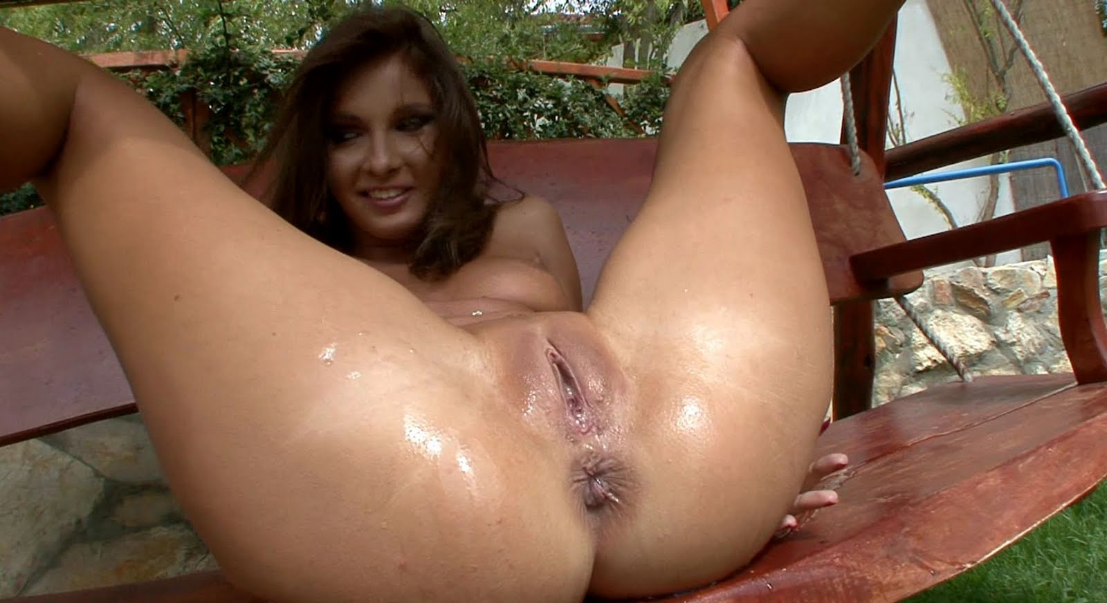 pussy nude girl hole piss