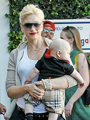 gwen stefani red lips. Wearing red makes a gal feel
