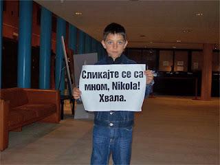 Javi Marqués con el cartel impronunciable