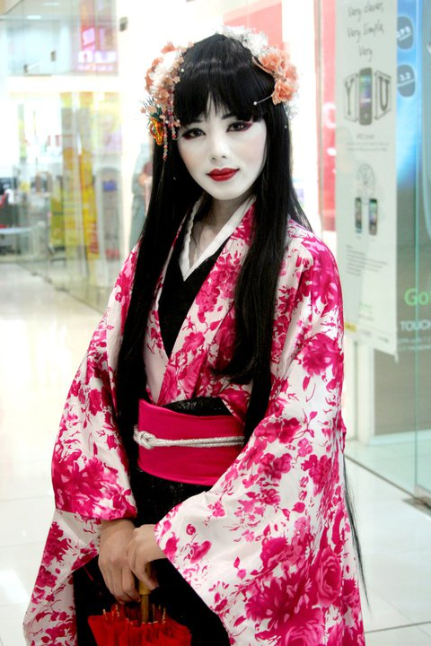 Cosplayer Monique Dimanlig: Just like a real Japanese Geisha