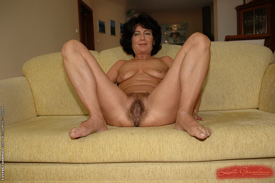 Amateur mature granny spreads hairy pussy
