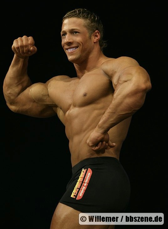 is an amateur bodybuilding