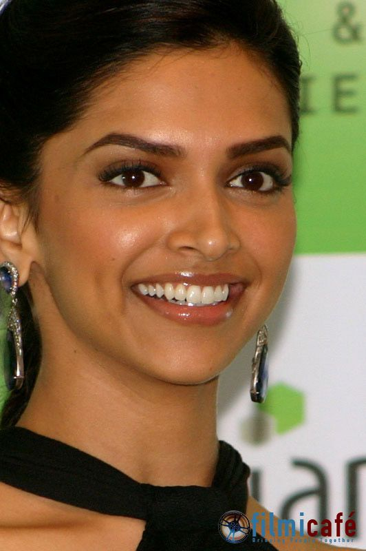 Celebrity Smile 4 U: Deepika Padukone shiny bright smiling ...