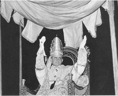 Rions ( ou plutôt pleurons...) avec nos popes con-ciliaires ! Paul%2BVI%2Bcoronation