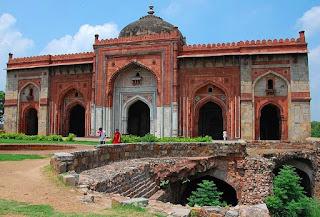Qila Kuhna Masjid