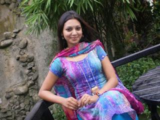 Bangladeshi model prova