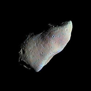 El asteroide Gaspra fotografiado por la nave espacial Galileo