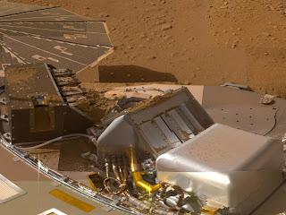 Fotografía de Phoenix tomada por la misma sonda, en que se ven algunos de sus instrumentos