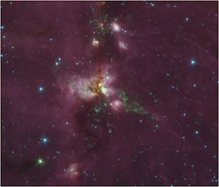 Una imagen infrarroja de la región DR21 de flujo, vista por el Telescopio Espacial Spitzer