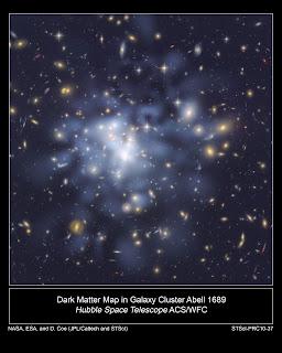 Imagen del Telescopio Espacial Hubble de la NASA que muestra la distribución de materia oscura en el centro del cúmulo gigante de galaxias Abell 1689, que contiene cerca de 1.000 galaxias y billones de estrellas