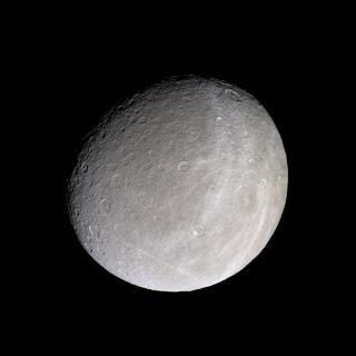 Fotografía de la luna Rea de Saturno