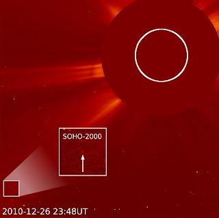 Imagen captada por LASCO el 26 de diciembre de 2010, donde se puede ver el cometa número 2.000 observado por SOHO