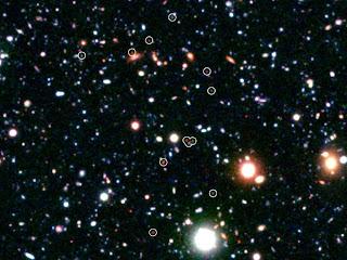 Imagen del cúmulo de galaxias masivo COSMOS-AzTEC3