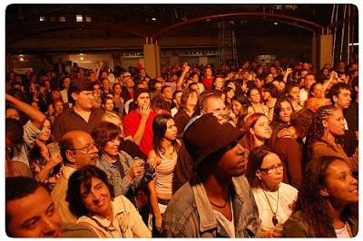 Público durante show de Edgard Scandurra com Arnaldo Antunes