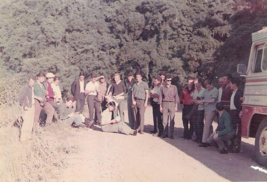 Ônibus do Botafogo quebrado próximo a Soledade - 1967