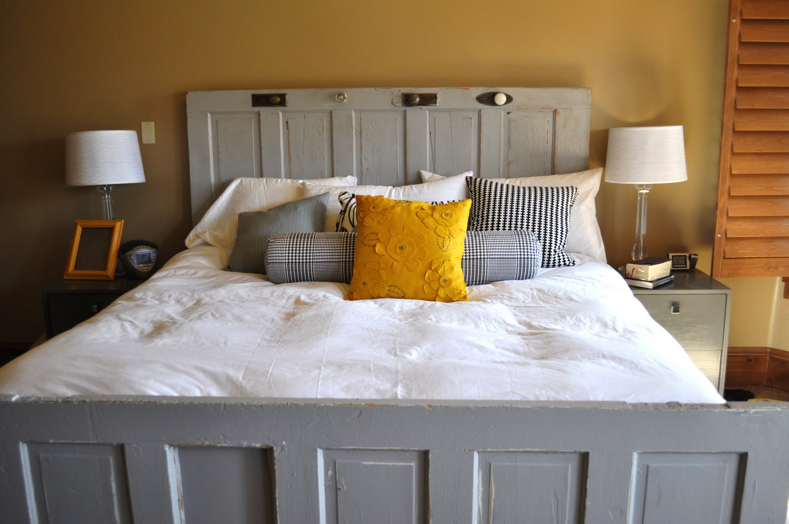 old door headboard ideas.