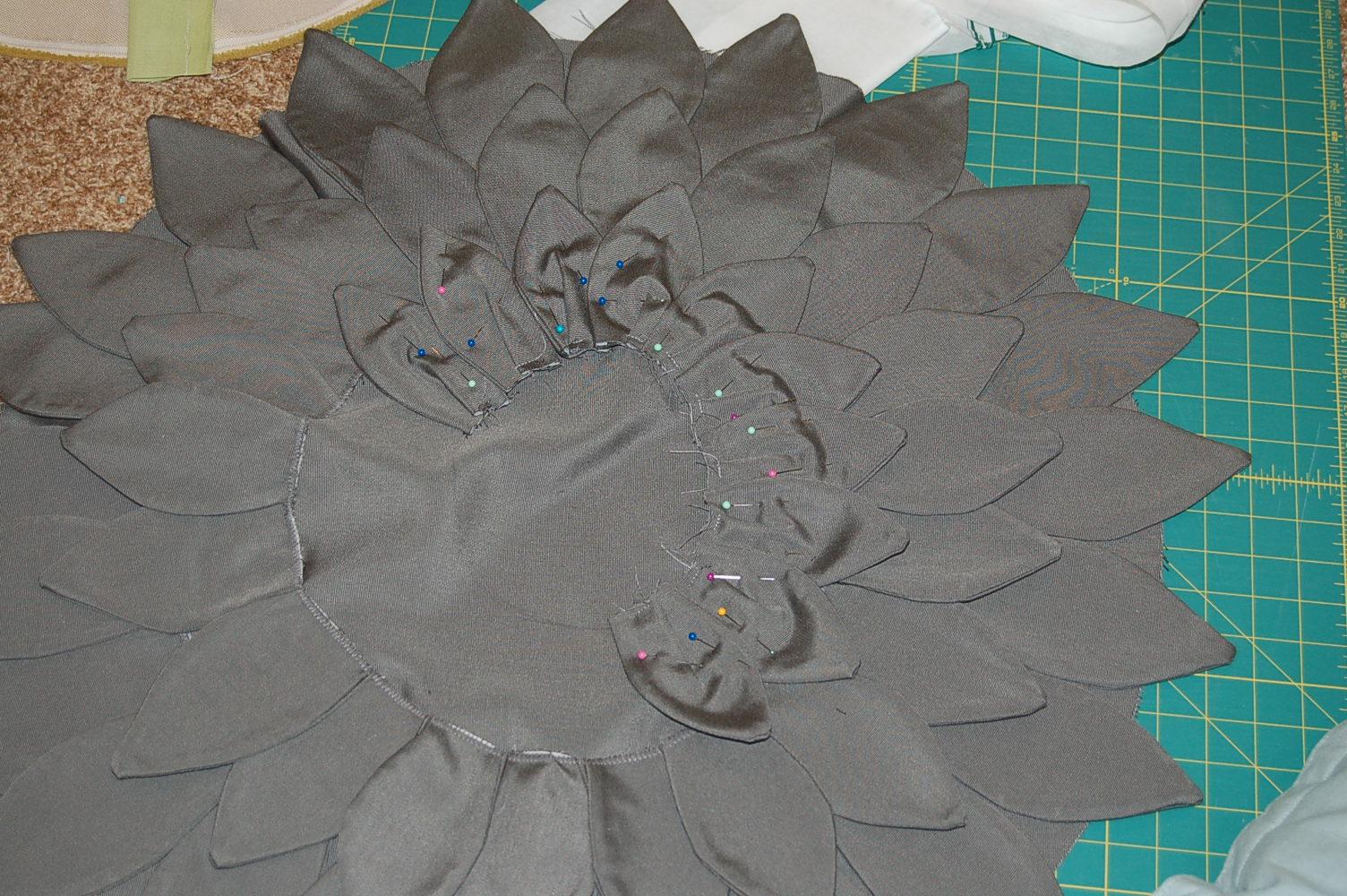 Цветок подушка из ткани своими руками