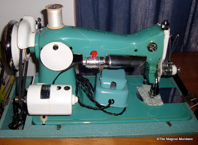 "Precision Sewing Machine Model 24 DeLuxe JAPAN ""Home Mark"