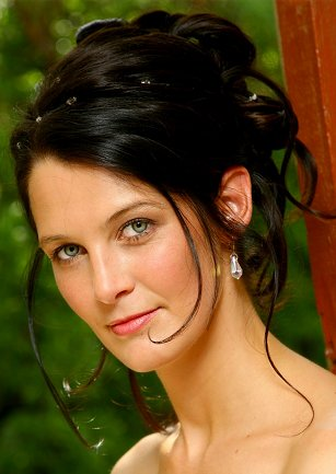 Wedding updo style for long hair is an easy hairstyle