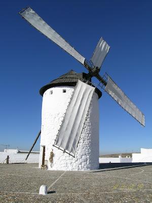 Sastreceramica molinos de viento con nieve y tela for Piscina molino de viento y sombrilla