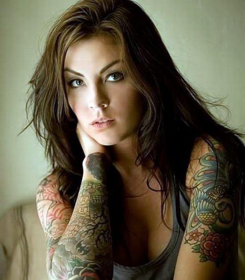 Fotos de chicas atrevidas con tatuajes sensuales